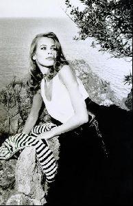 Female model claudia schiffer : 99