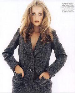 Female model sarah thomas : 21