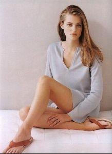 Female model sarah thomas : 8