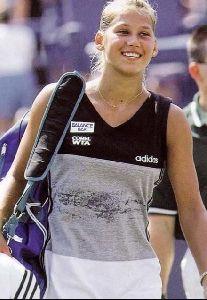female athlete anna kournikova : 33