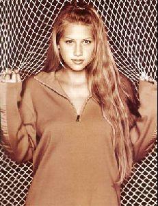 female athlete anna kournikova : ak33