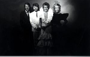 Eliza Dushku : ABBA-music-02