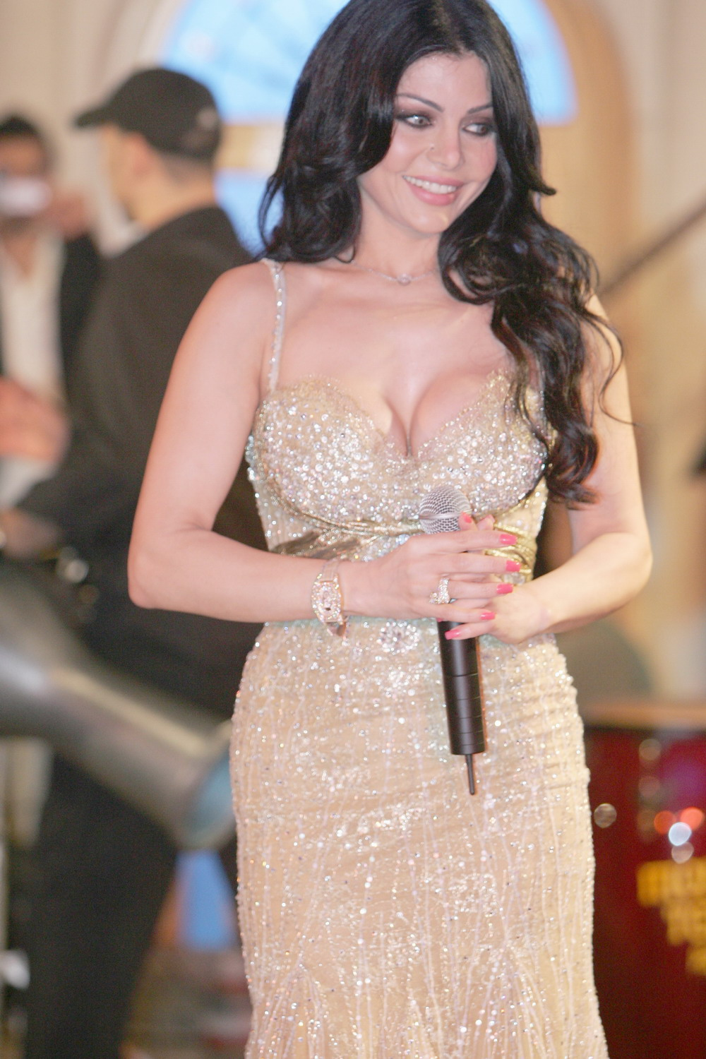 Vote for this picture Haifa Wehbe : haifa at the pepsi party